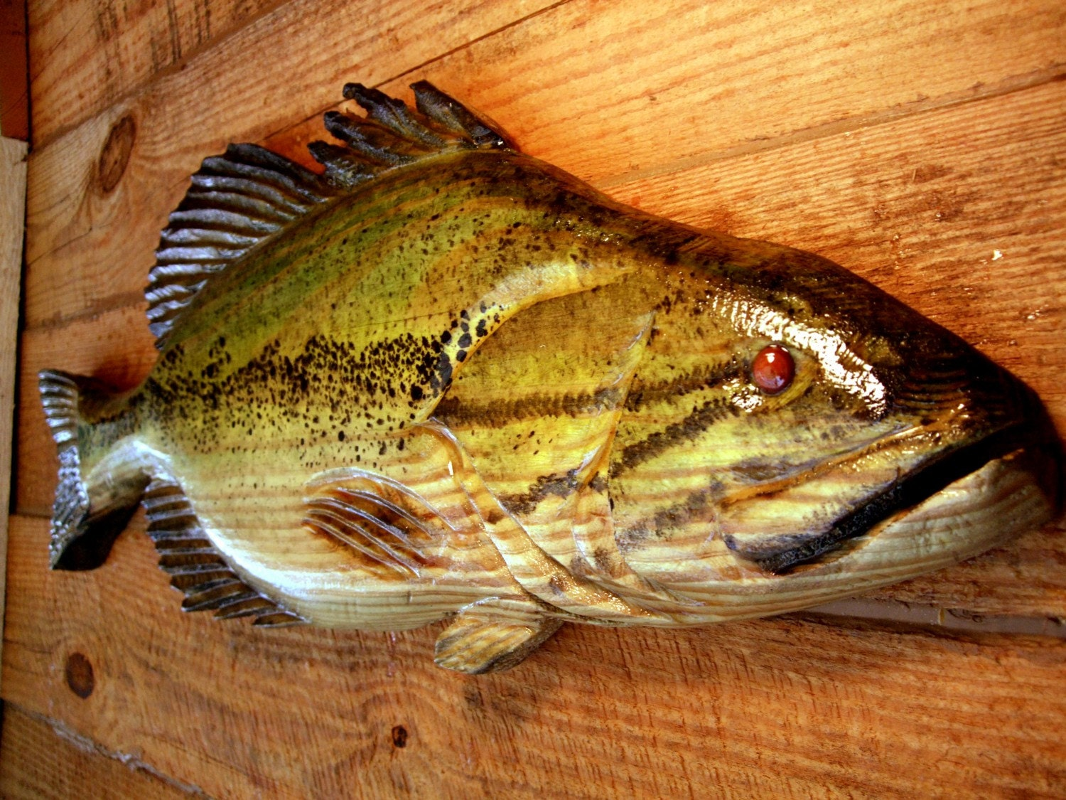 Large mouth bass chainsaw wood carving sport fishing