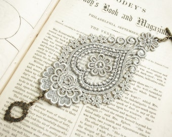 lace bracelet cuff -AGHNA- soft gray grey