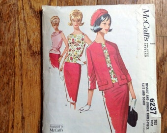 Vintage McCall's 6237 Classic Skirt Suit 1960s Sewing Pattern 32 Bust