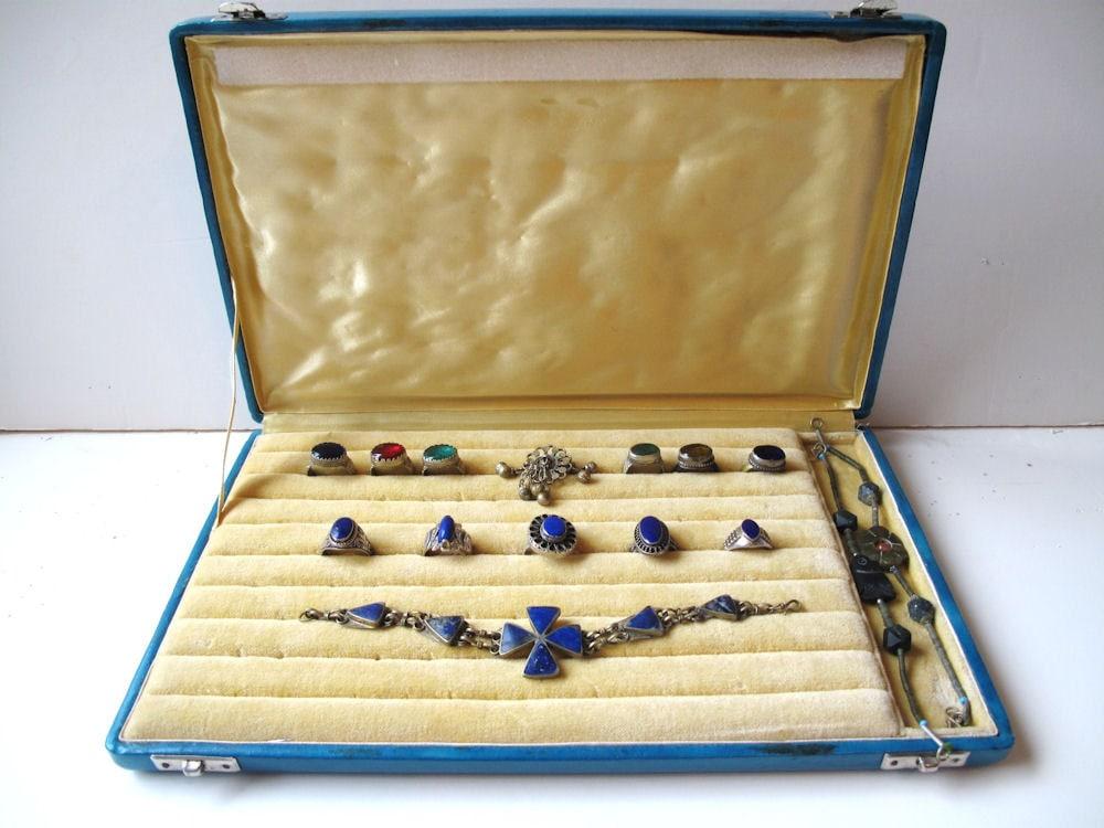 vintage ring jewelry box display