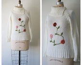 Women's Sweater. Embroidered Floral White Knit Sweater. 80s / 90s Cozy Sweater. Small / Medium.