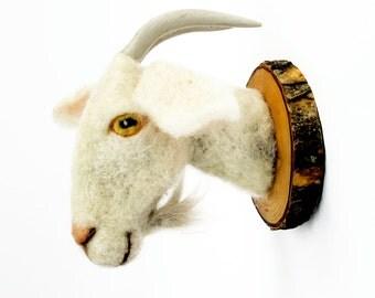 needlefelted white alpine Goat
