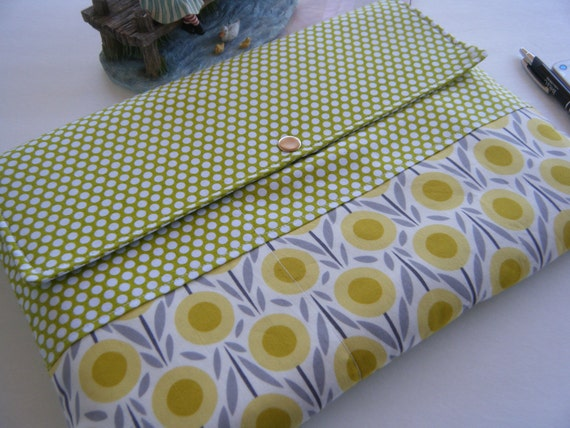 NEW--Sale-10% off-macbook laptop sleeve-sleeve cover-Front pockets-available in sizes 11, 13, 15 and 17-Moonlight poppies on Mini dots
