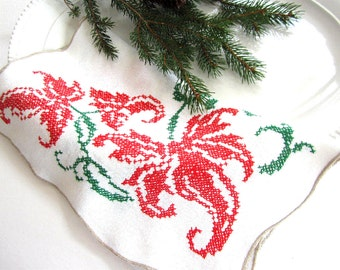 NEVER USED Vintage Embroidered Cross-Stitch Linen Christmas Table Runner Dresser Scarf Red Green Pine Poinsettia