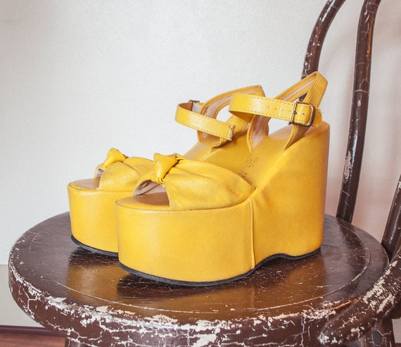 Vintage 1970s Platforms - Yellow Leather Heels Sandals Womens Shoes - Sz 8