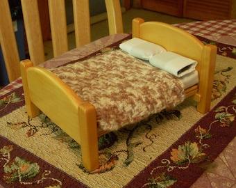hand-crocheted dollhouse scale afghan/bedspread, white and tans herringbone 249