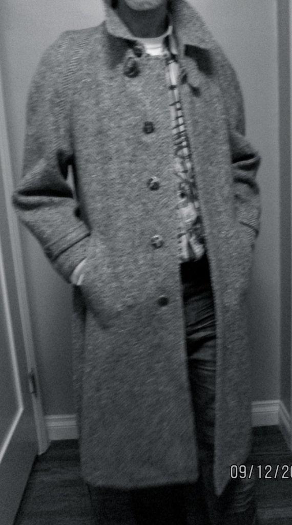 Vintage Men Coat / Grey Herringbone Tweed Wool / Size 46 R