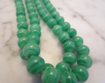 Vintage Swirl Green Glass Beaded Necklace