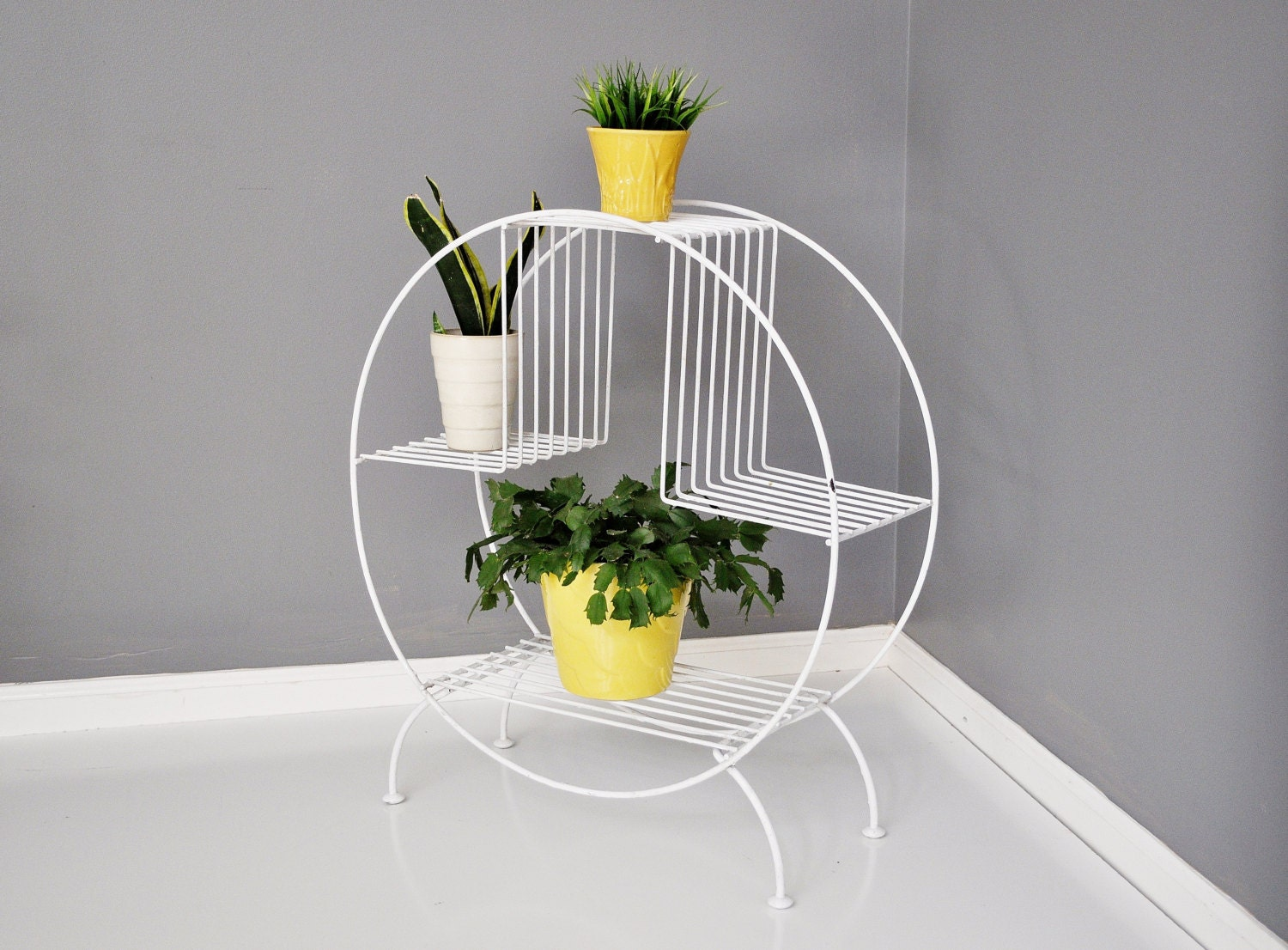 mid century circular wire plant stand. Black Bedroom Furniture Sets. Home Design Ideas