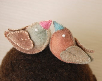 Grey and Beige FELT Love Birds -- Pure Wool Handmade Felt -- Couple Wedding Cake TOPPERS Weeding Gift