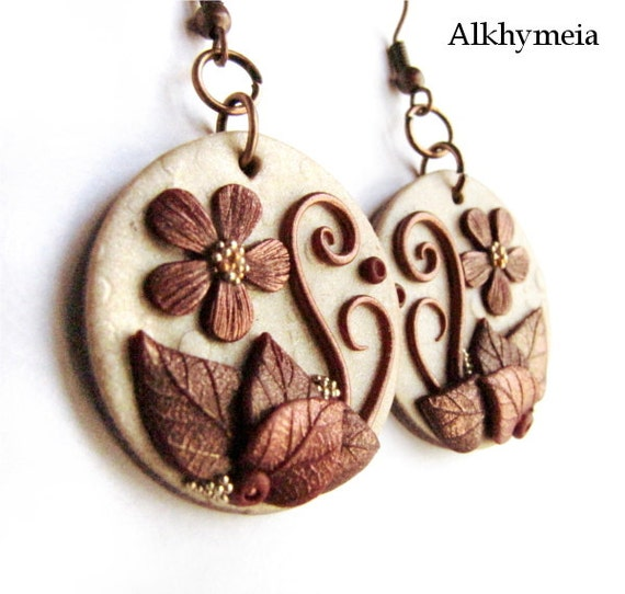 Hidden Nature S20, polymer clay earrings in light gold and copper, 100% handmade creation with leaves, spirals and flower