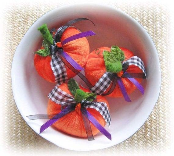 Halloween Pumpkins, Bowl Fillers, Ornies, Pincushions, Primitive Prim Fall Autumn Cloth Decoration Soft Sculpture Folk Art