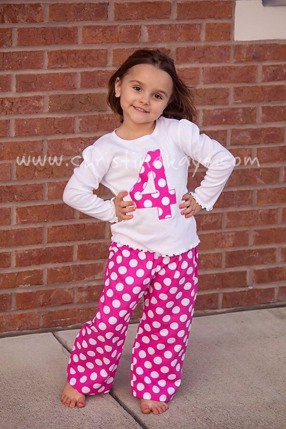 Cozy her up with the cutest girls' sleepwear styles at Justice. With a selection of comfy & cute pajama sets, nightgowns & more, she's sure to have sweet dreams all night! Shop the sleepwear looks she loves most for the best beauty rest from dusk til dawn!