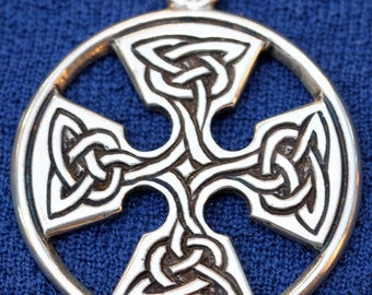 Large Sterling Silver Celtic Knot Pendent Signed
