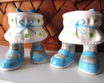 Adorable Enesco Table with Feet Salt and Pepper Shakers