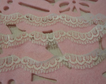 Ivory Iridescent Scallop Lace 3/4 inches wide 3 Yards