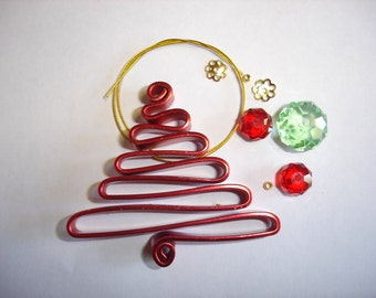 DIY Wire Christmas Tree Decoration, in Red and Green.