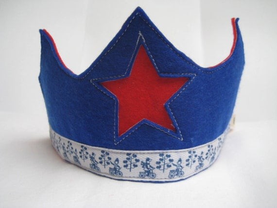 Waldorf Birthday Crown, Wool Felt in Blue and Red, Waldorf Crown with Star - FREE SHIPPING
