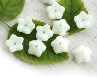 Pale Yellow Flower beads, czech glass beads - small bells, light yellow - 7mm - 30Pc - 0601