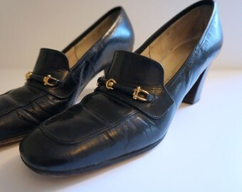 Beautiful 1960's Vintage Black Leather Heels Made by Florsheim - Women's Shoes Size 8