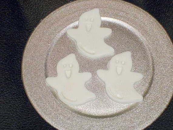 24 Edible Gumpaste Halloween Ghosts Cupcake Toppers