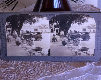 Old Stereo Card Selling Sea Shells in Acapulco Mexico