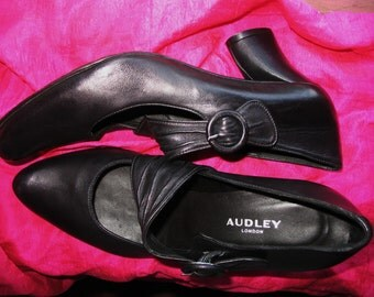 Amaizing Vintage AUDLEY  Shoes Black Leather Classic Mary Janes High Heels  Size 6 M /36.5  Made In Spain