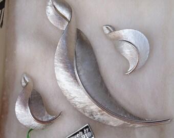 Trifari Vintage Brooch Earring Set