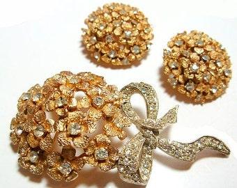 Rhinestone Brooch Earring Jewelry Set Ice Clear Stones Gold Flowers Silver Metal Ribbon Design Mid Century Vintage