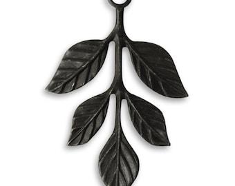Vintaj 36x23.5mm Tiered Leaves