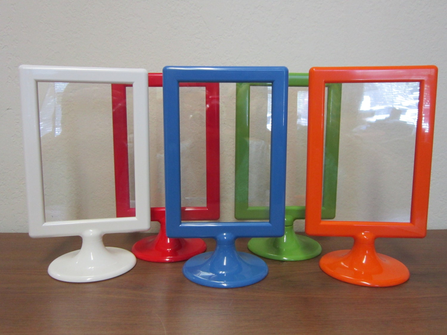 Colored standing frame food gift dessert table for How to display picture frames on a table
