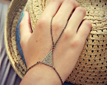 triangle slave bracelet, triangle hand chain, bracelet ring, slave ring, art deco triangle, triangle bracelet