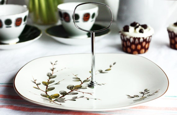 Stylish retro cake stand: Midwinter Spring Willow cake plate from the 1960s with original fitting