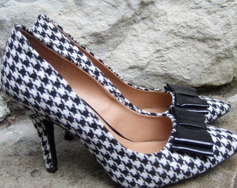 Stylish Hounds Tooth Cloth Pumps with Black Patent Bow US Size 8.5 circa 1990