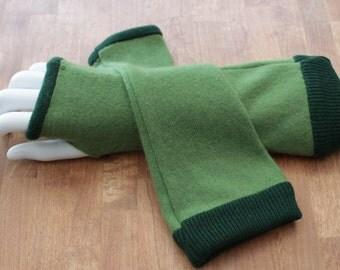 Green and dark green cashmere fingerless gloves