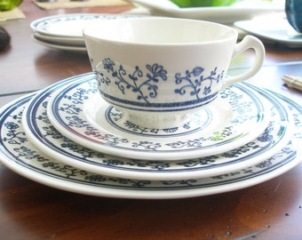 Beautiful Vintage Homer Laughlin Sturbridge - 15 Piece Set (Blue Floral)