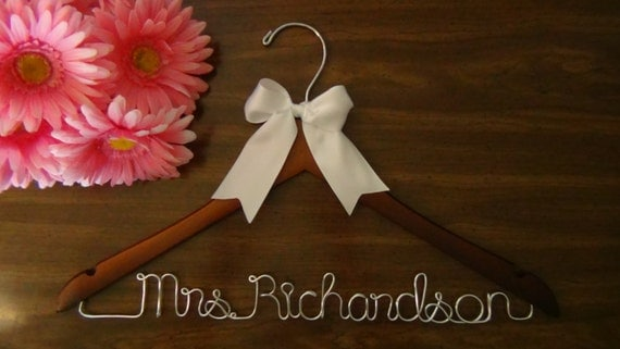 Bride To Be Personalized Hanger, Custom Made Bridal Hangers, Shower Gift idea, Wedding Dress Hangers with Names, Wedding Photo Props