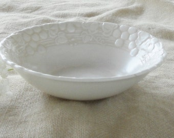 Vintage Serving or Vegetable Bowl Grapes Pattern by Metlox Poppytrail, California