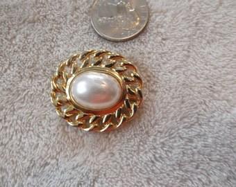 Vintage Pin-  Romantic Faux Pearl Collar Pin-P2376