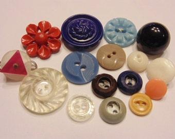 16 piece vintage button mix, 10-23 mm (B2)