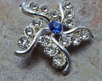Small Rhinestone rhodium plated brooch pin