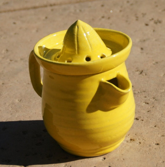 Electric Juicer Pitcher ~ Yellow citrus juicer with small pitcher