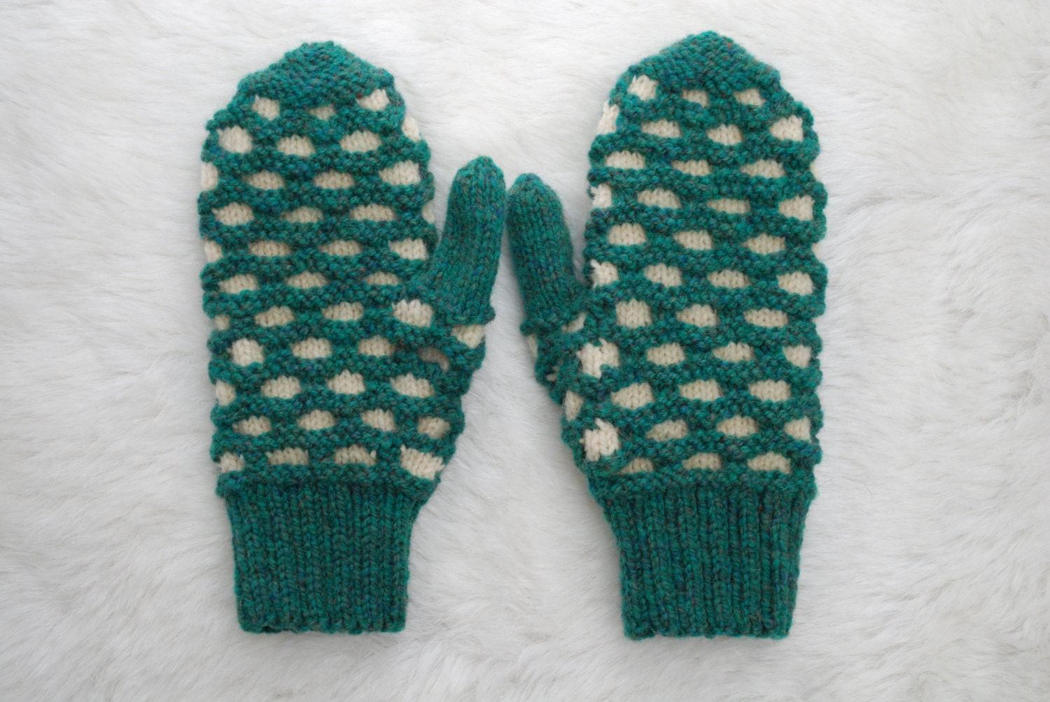 Double Knit Mittens Free Pattern : Traditional Newfoundland Honeycomb Double Knit Mittens Heather