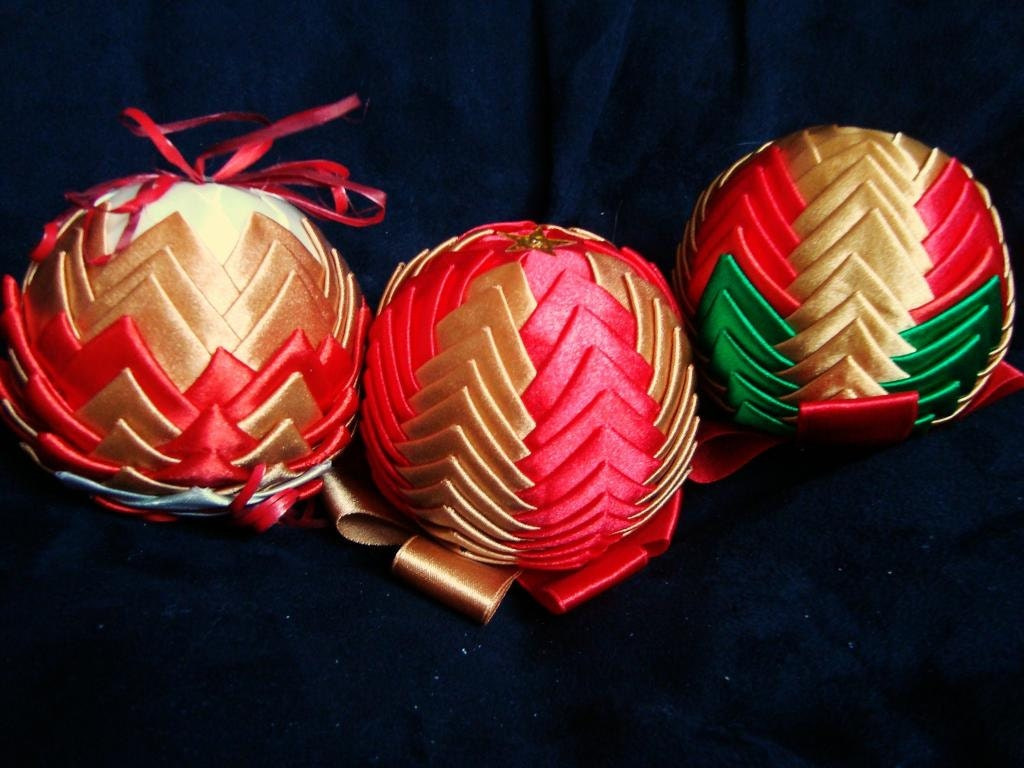 3 Folded Ribbon ornaments Red Gold Green Ornaments