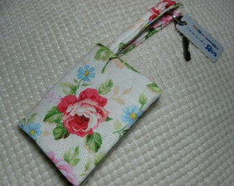 quilted fabric wallet/gift card holder/credit card organizer/business card case:  roses on cream and soft lime