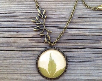 terrarium resin jewelry, nature jewelry green necklace, fall necklace, autumn jewelry, real leaf pendant, real leaf jewelry, nature necklace