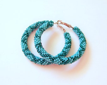 Beaded turquoise and emerald hoop earrings - Beadwork - beaded earrings - seed beads earrings - Geometric pattern earrings