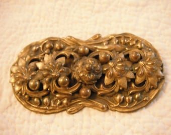 Amazing large Victorian Brooch pin with amazing 3D flowers