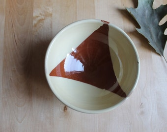 Wheel thrown bowl - glazed ceramics - simple decoration ceramic bowl - creamy