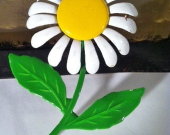 Vintage Daisy She Loves Me She Loves Me Not Flower Brooch